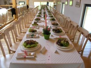 Bewirtung - gedeckter Tisch